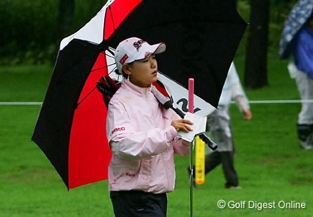 2006年 日本女子プロゴルフ選手権大会コニカミノルタ杯 初日 横峯さくら 午前スタートの横峯さくらは終始雨の影響を受けてしまった
