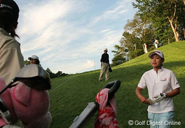 2006年 日本女子プロゴルフ選手権大会コニカミノルタ杯 2日目 横峯さくら 3番の2打目地点でビックリ!アクシデント後このホールでダボを叩いた横峯さくら