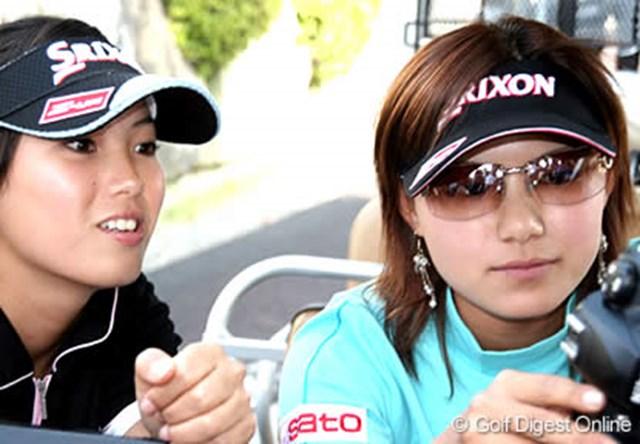 今週は高校時代の同級生池内絵梨藻さん(左)とのコンビで挑む横峯さくら