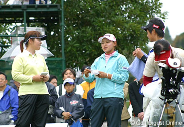 2006年 伊藤園レディスゴルフトーナメント 2日目 横峯さくら 2日間不動裕理とラウンドした横峯さくら。この日はトークも弾んだ!