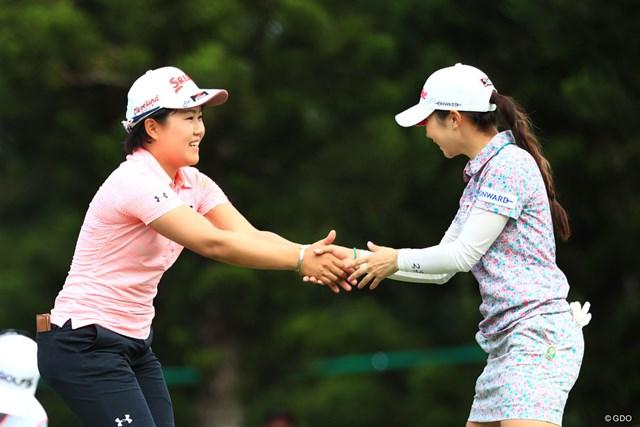2018年 ダイキンオーキッドレディスゴルフトーナメント 最終日 畑岡奈紗 菊地絵理香 フィニッシュ後の握手