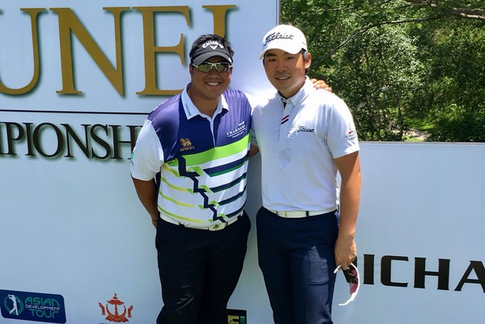 ニュージーランドからブルネイへ。タイのキラデク・アフィバーンラト選手(左)はメキシコから来て優勝しました! キラデク・アフィバーンラト 川村昌弘