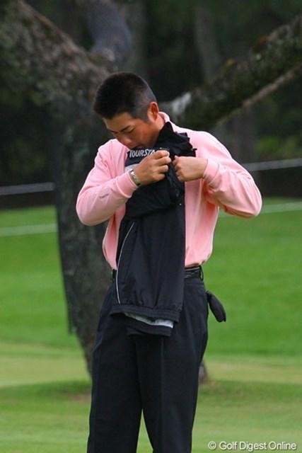 「俺って意外と几帳面なんだよ」ラウンド中に上着を脱いだら丁寧にたたんでキャディバッグにしまう池田勇太