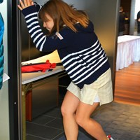 カメラを避けるなんて何かやましい事があるに違いない。 2018年 Tポイントレディス ゴルフトーナメント 初日 吉田弓美子