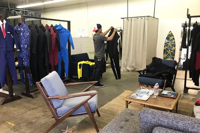 倉庫を改装して店を構える、西海岸のウェットスーツ専門店