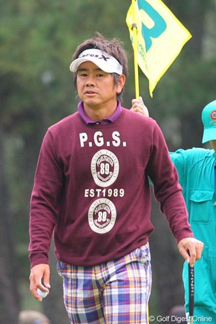 2009年 ダンロップフェニックストーナメント最終日 藤田寛之 雨が降る前の前半に3ストローク伸ばした藤田寛之。5つスコアを伸ばし7位タイ