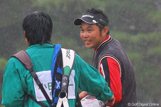 2009年 ダンロップフェニックストーナメント最終日 小田龍一 「見た!完璧でしょ」。18番で6mのイーグルパットを沈め興奮気味の小田龍一