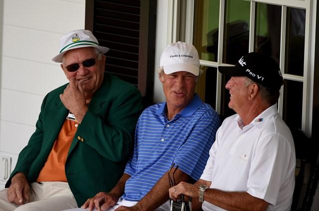2015年の「マスターズ」で談笑するボブ・ゴールビー(左)、ベン・クレンショー(中)、ジェイ・ハース(Ross Kinnaird/Getty Images)
