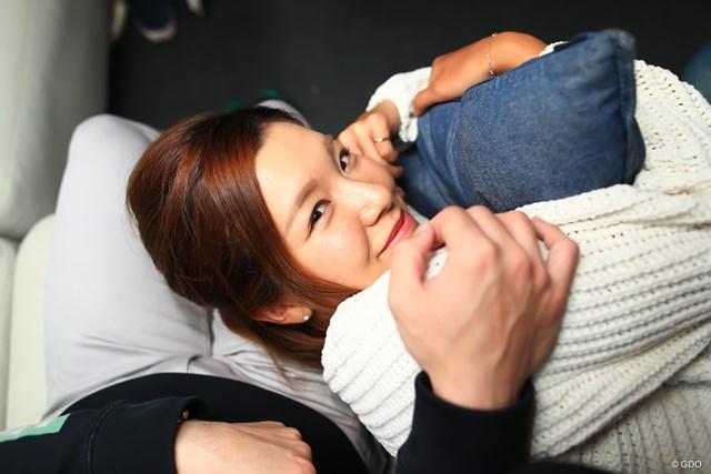 """藤田光里が妄想する""""至福のおうちデート""""を実現してみた 膝枕でちょっとだけお昼寝させてね"""