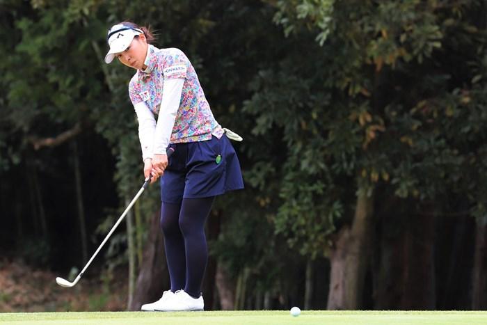ルーキーの坂下が2日目もトップで終えた ※大会事務局提供 2018年 Hanasaka Ladies Yanmar Golf Tournament 2日目 坂下莉翔子