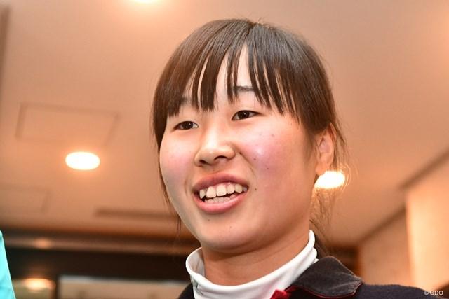 この4月から地元滝川二高に進学するバリバリの若手ですが、9ホール終えて1アンダーは暫定3位タイ。