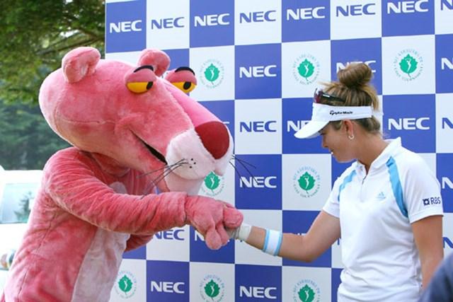 2006年 ポーラ・クリーマー x ピンクパンサーのコラボが実現! ポーラさん、よろしくお願いします