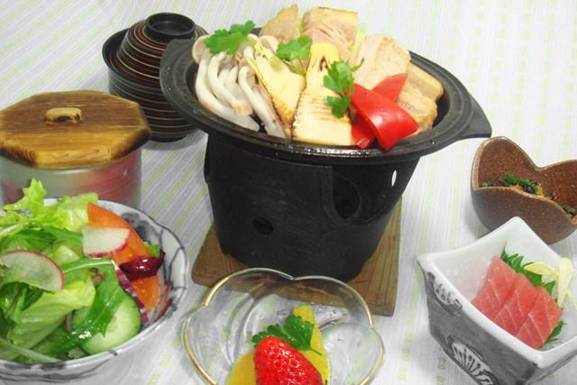 看板メニューはやわらかい麦豚と地野菜をふんだんに使った「富岡御膳/麦豚と旬野菜の鉄板焼き」/¥2,300(税別)