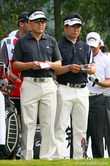 C.ウィ&Y.E.ヤンの韓国チーム。よく見ると、ベルトのバックルが国旗になっていてオシャレですね