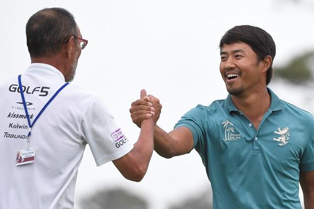勝利を飾って喜ぶ小平智(Ryan Young/PGA TOUR)