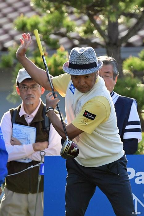 こういう何気ない練習法がゴルフ好きには大いに参考になるそうです。 2018年 パナソニックオープンゴルフチャンピオンシップ 初日 片山晋呉