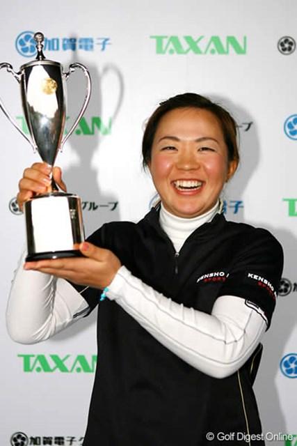 自己ベストの「67」をマークし逆転優勝を飾った吉田藍子
