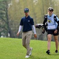 ギャラリー金髪のキャディさんを従えて怒涛の66をマークして4位タイに躍進。 2018年 パナソニックオープンゴルフチャンピオンシップ 最終日 スコット・ビンセント