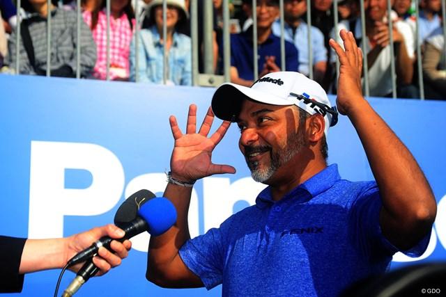 2018年 パナソニックオープンゴルフチャンピオンシップ 最終日 ラヒル・ガンジー 「コンヤは、ウーロンハイでオイワイで~す」と笑顔で挨拶。