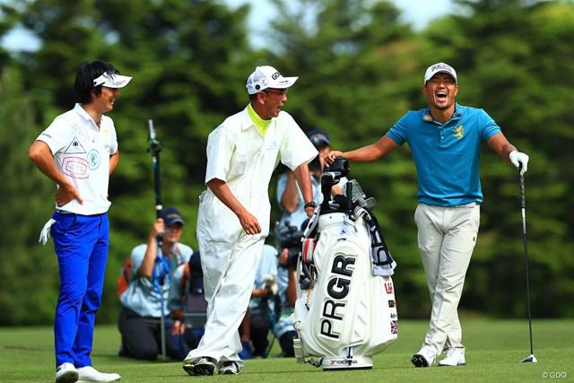 米ツアー優勝者となった小平智(右)は今季国内初ラウンドで石川遼と一緒にプレーした