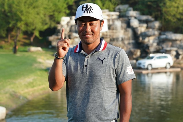 初日にホールインワンを決めた谷原秀人。イーブンパーの74位で終えた ( Lintao Zhang/Getty Images)
