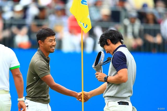 石川遼(右)は2日連続の18番ダブルボギーにがっくり…