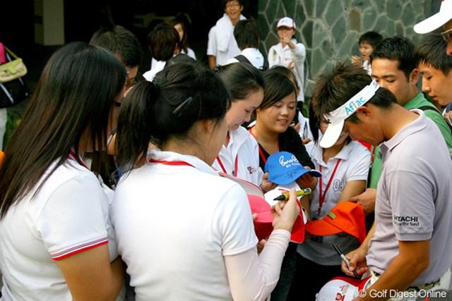 とにかく中国で大人気の今田竜二。若い女子に囲まれてまるでアイドルのよう!?