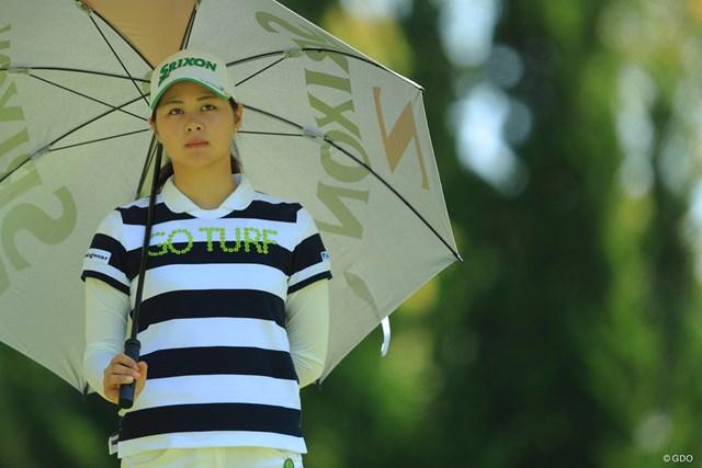 ゴルフウェアももちろん良いけど、ドレスアップするとエキゾチックな美人さんなのです。