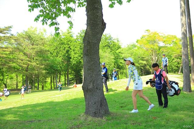 15番の2ndショットは左に曲がって木の後ろへ。もう終わったかと思いましたが、彼女は全然諦めていませんでしたね。