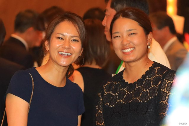 宮里藍(左)と鈴木愛