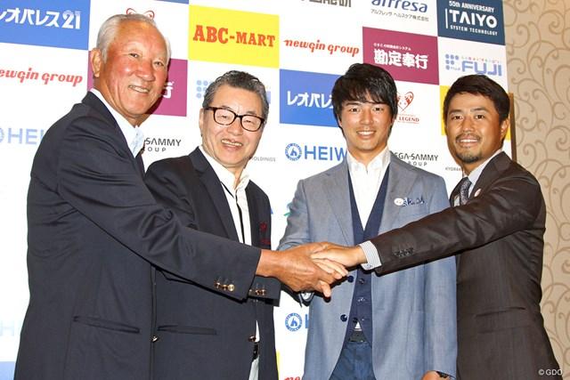 前夜祭に出席した(左から)青木功、日野皓正さん、石川遼、小平智。大会の盛り上げ役を誓った