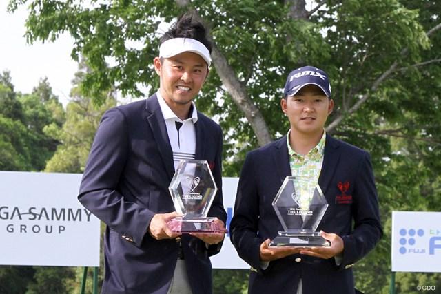 優勝を飾った今平周吾(右)と北島康介さん