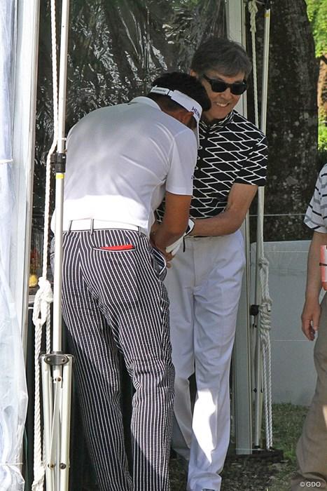 池田勇太は大ファンの柴田恭兵さんと同組に。恐縮気味に握手 ザ・レジェンド・チャリティプロアマトーナメント 最終日 池田勇太&柴田恭兵さん