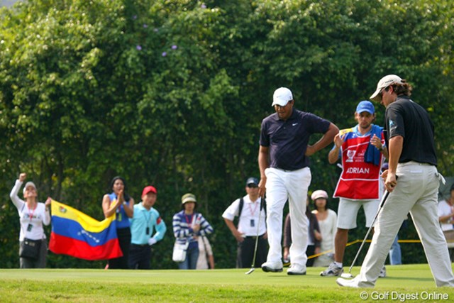 2009年 オメガミッションヒルズワールドカップ3日目 ベネズエラ 8位と大健闘中のベネズエラ。国旗を持った応援団も熱い声援を送る