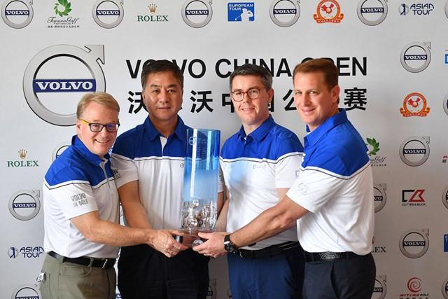 左から欧州ツアーのキース・ペリーCEO、中国ゴルフ協会のジャン・シャオニン首席、ボルボチャイナオープンのスベン・デ・スメットチェアマンとアジアンツアーのジョシュ・バラックCEO(提供:アジアンツアー)