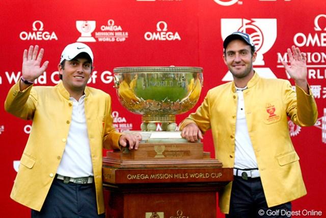 母国イタリアに初となる世界一のタイトルをもたらしたE.モリナリ(右)とF.モリナリ