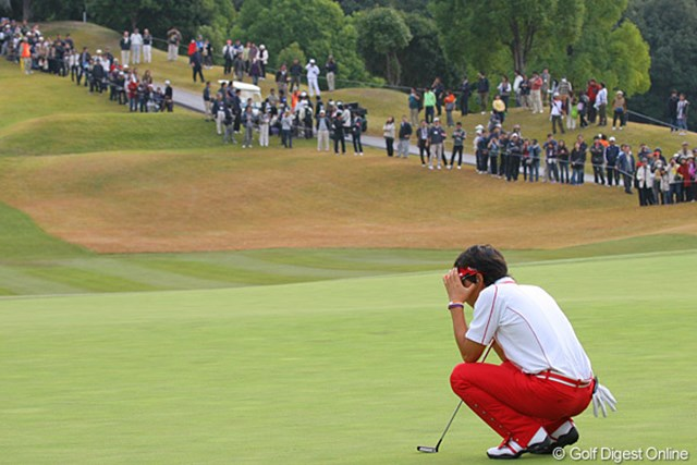 091129 【GDO EYE】遼ショック!「ゴルフ場であんな光景みたくない・・・」 事故直後、バーディパットを狙う石川遼。気持ちを切り替えようと必死だ