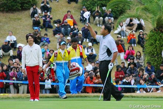 「完敗です!」と笑顔で小田孔明に賞賛を贈る石川遼