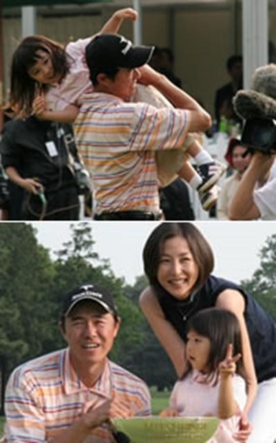 2006年 プレーヤーズラウンジ 横尾要 普段はクールな横尾要だが、最愛の家族、長女・紗千(さち)ちゃん、妻・かとうれいこを前に目じりを下げた