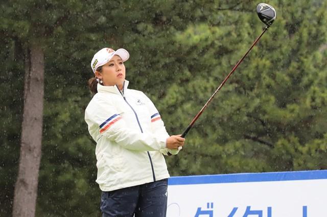 雨の中、首位発進を決めた照山亜寿美(提供 日本女子プロゴルフ協会)