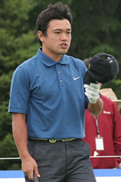 2006年 プレーヤーズラウンジ 藤島豊和 帽子を脱いでお辞儀をしながら「今日もゴルフをさせてくださってありがとうございます」と、心の中でつぶやく藤島豊和