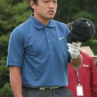 帽子を脱いでお辞儀をしながら「今日もゴルフをさせてくださってありがとうございます」と、心の中でつぶやく藤島豊和 2006年 プレーヤーズラウンジ 藤島豊和