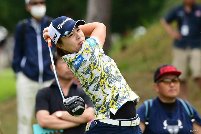 今季2勝目を目指す永峰咲希が首位