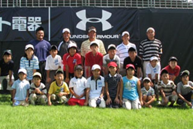 レッスン会に参加したコーチ陣と子供たち。夏休みの良い思い出作りができたかな!?