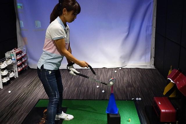 練習器具を使ってハーフダウンまでに左腕をしっかり捻り戻していく感覚を身につける