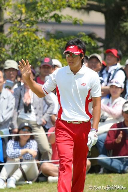 2010年 中日クラウンズ 最終日 石川遼 アプローチをOKに寄せて5ホールぶりのパー