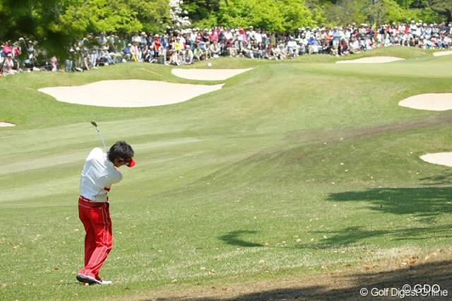 2010年 中日クラウンズ 最終日 石川遼 右サイドのラフからピンを狙う