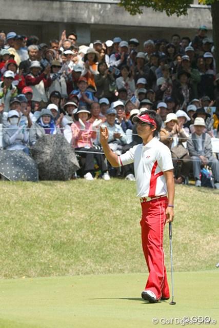 2010年 中日クラウンズ 最終日 石川遼 1mのバーディパットを沈め、ハーフ「28」のツアー最小記録タイ