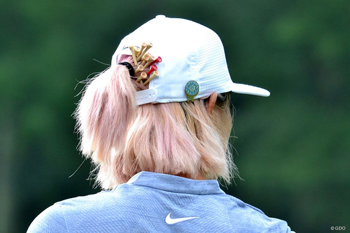ミッシェル・ウィの後頭部に12本刺さる 2018年 全米女子オープン 3日目 ミッシェル・ウィ