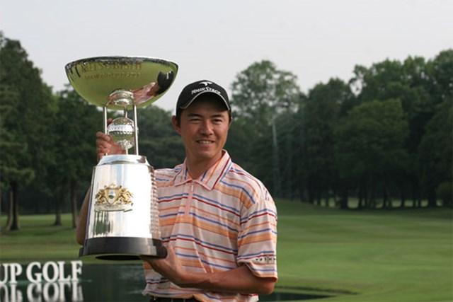 2002年「ダンロップフェニックス」以来の優勝を果たした横尾要